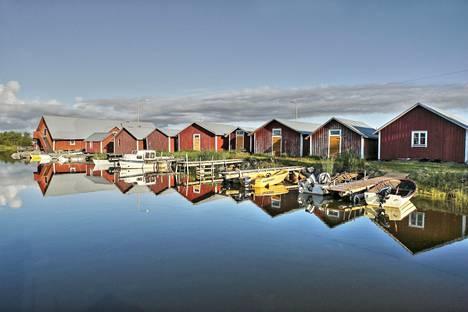 Merenkurkun saariston Svedjehamn on pieni kalastajakylä, joka on helposti saavutettavissa autolla mantereelta.
