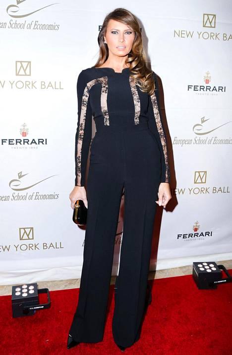 Melania on pukenut myös trendikkään haalarin. Marraskuu 2014.