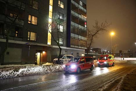 Pelastuslaitoksen yksiköitä Markkinakadulla Espoossa Matinkylässä.