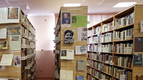 Moskovan ukrainalaisen kirjallisuuden kirjaston johtajaa Natalia Sharinaa syytetään ääritoiminnasta ja kavalluksesta.