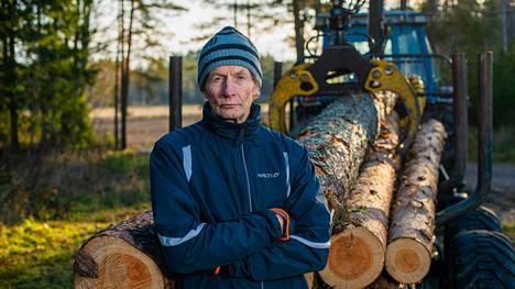 –Pienestä pojasta lähtien olen metsää hoitanut. Se on työtä, josta olen aina pitänyt. Vanhimmat istuttamani metsät ovat jo noin 60-vuotiaita ja saatan vielä nähdä, kun niitä kaadetaan, Raimo Honkanen sanoo.