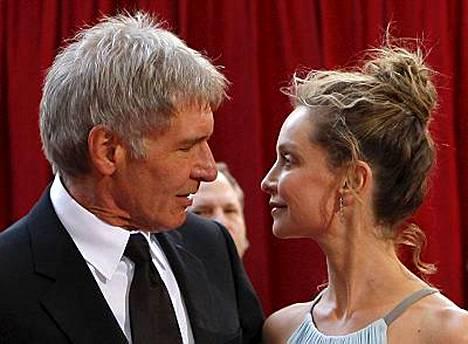 Harrison Fordin ja Calista Flockhartin limusiini hukkui Oscar-tungoksessa.
