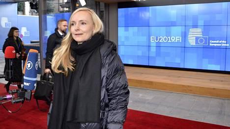 Vihreiden puheenjohtaja ja sisäministeri vastasi tiedotusvälineiden kysymyksiin kun hän oli menossa EU-kokoukseen Brysselissä 2. joulukuuta 2019.