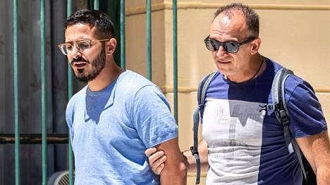 Simon Leviev -nimisenä esiintynyt Shimon Hayut huijasi deiteiltään huomattavia rahasummia ennen vankilaan joutumistaan. Mies pidätettiin Kreikassa heinäkuussa 2019.