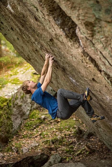 Siinä se on: neljä metriä 45 asteen päällekaatuvaa, lähes sileää kallioseinää, jonka Nalle Hukkataival viimein selvitti.