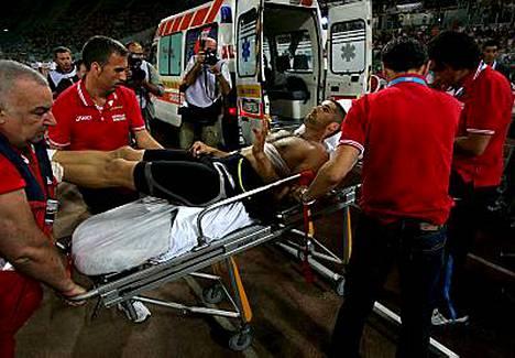 Salim Sdiri vietiin Rooman Olympiastadionilta sairaalaan.