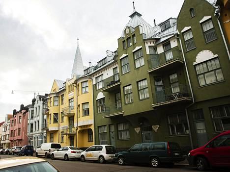 Helsingin Huvilakadulla sijaitsee useita asuntoja, jotka edustavat 1900-luvun taitteeseen ajoittuvaa jugendtyyliä.