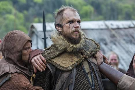 Gustav Skarsgård näyttelee Vikings-sarjassa Flokia.