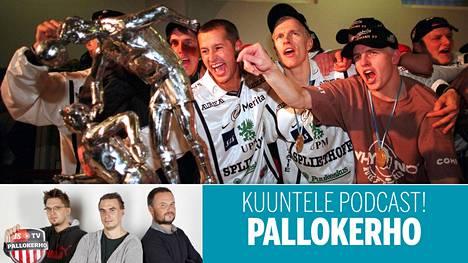 Haka juhli mestaruutta sen jälkeen kun se löi HJK:n kauden päätösottelussa 1999.