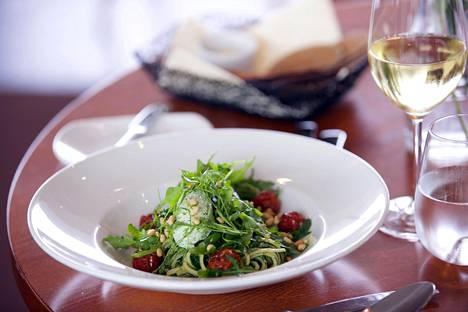 Trumpien nauttima pasta-annos on erityisen vihreä ja kasvispitoinen.