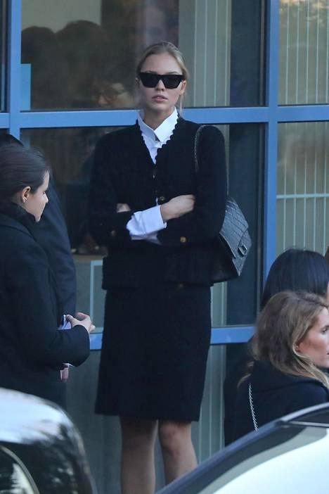 Venäläisellä huippumallilla Sasha Pivovarovalla oli mukaan Chanelin käsilaukku.
