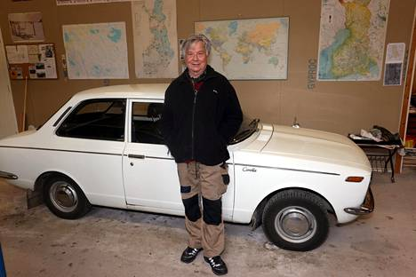 Ensimmäinen Toyota. Matti Hietala oli 26-vuotias vastavalmistunut diplomi-insinööri, kun huolellisen punninnan jälkeen valitsi autokseen Corollan. Merkkiuskollisuus on pitänyt.