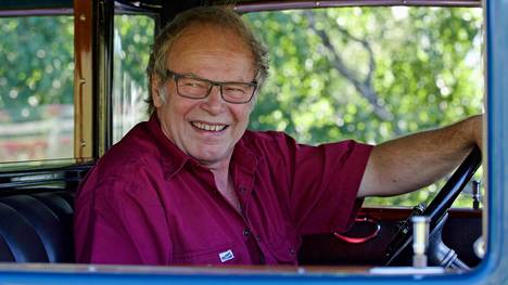 Packardin hienoon kuntoon laittanut Markku Peura ei laske työtunneillensa hintaa.