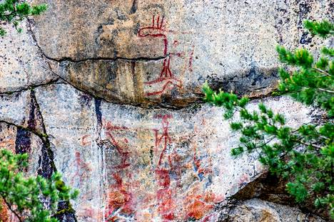 Astuvansalmen kalliomaalaukset on tehty noin 6000 vuotta sitten. Tuolloin vesi oli 10 metriä korkeammalla.