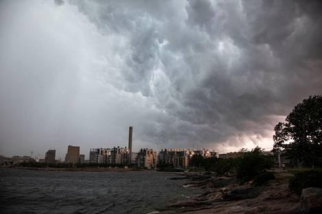 Myrskypilviä Helsingin yllä kesäkuussa 2021.