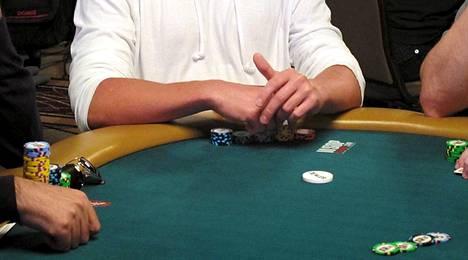 Tutkimuksen mukaan käsien liike on merkittävää pokerissa.