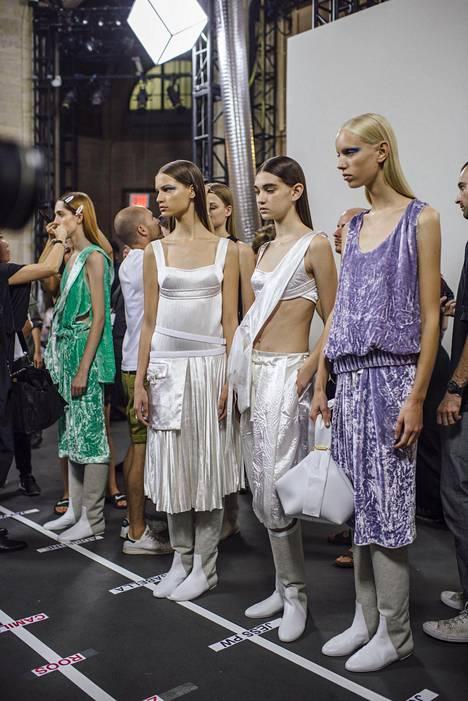 Victoria Beckhamin malleja takahuoneessa ennen New Yorkin muotiviikon näytöstä.