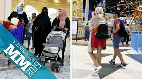 Qatariin matkanneiden MM-kisavieraiden ja paikallisen väestön näkemyksissä pukeutumisesta on eroja.