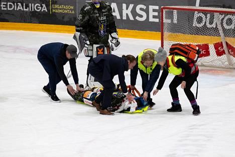 Jukureissa pelannut Patrik Puistola loukkaantui SM-liigan ottelussa joulukuussa.