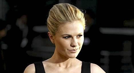 Anna Paquin on tunnustanut julkisesti olevansa biseksuaali. Hän on naimisissa vastanäyttelijänsä Stephen Moyerin kanssa.
