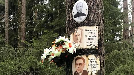 Peter Vangonen ja Iisak sekä Artur Rahnasto ovat saaneet muistokuvansa samaan puuhun.