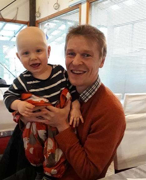 Nieminen Topias-poikansa kanssa.