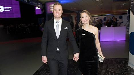 Tanja Poutiainen palasi näyttävästi julkisuuteen Urheilugaalassa – kertoi olevansa nykyään yrittäjä