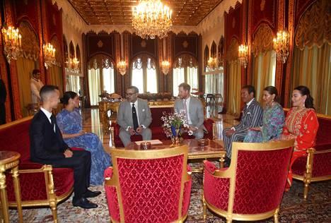 Prinssi Harry ja herttuatar Meghan tapasivat vierailullaan Marokon kuningas Mohammed VI:n.