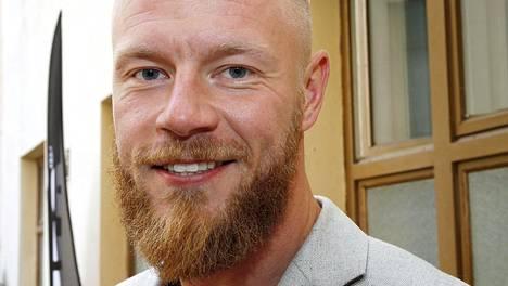 Nelosen Bachelor Suomesta tuttu Juha Rouvinen on edelleen tuttu kasvo.