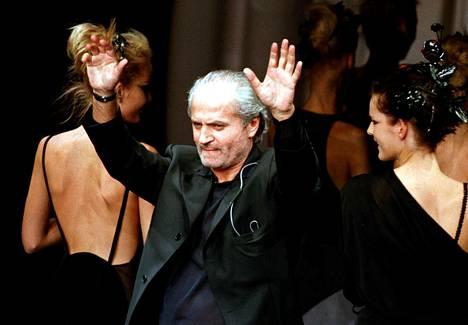 Gianni Versace eli värikkään elämän. Myös hänen ostamallaan kartanollaan on vaiherikas historia.