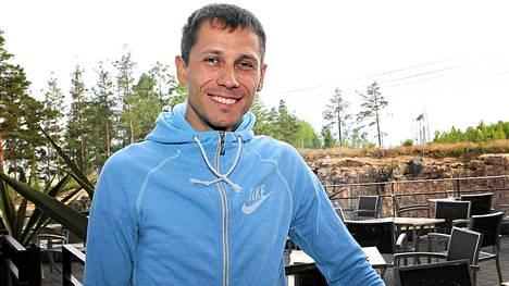 Juri Borzakovski vetäytyi MM-kisoista vilustumisen vuoksi.