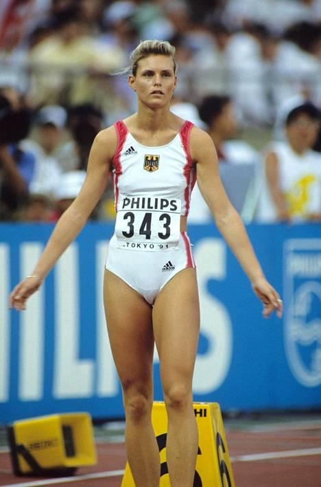 Katrin Krabbe aloitti uransa DDR:n väreissä, mutta edusti yhdistynyttä Saksaa Tokiossa 1991.