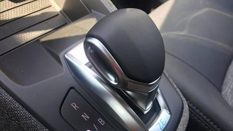 Regenerointi tarkoittaa tilannetta, jossa sähköauto lataa moottorijarrutuksessa auton ajoakkua. Regeneroinnin voimakkuutta voi tyypillisesti säätää esimerkiksi sähköauton ajosuunnan valitsimesta tai ohjauspyörän siivekkeistä.