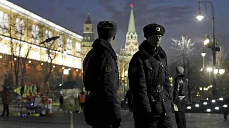 Kremlin ulkopuolella sijaistevaa Manezhnaya aukiota vartioitiin torstaina.