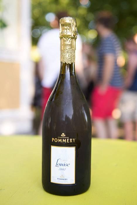 Kuvassa Ruisrock-festareiden kallein juoma: Pommery Cuvee Louise 2002 -samppanjapullo.