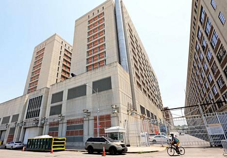Maxwell on siirretty tutkintavankeuteen Metropolitan Detention Centeriin New Yorkin Brooklyniin.