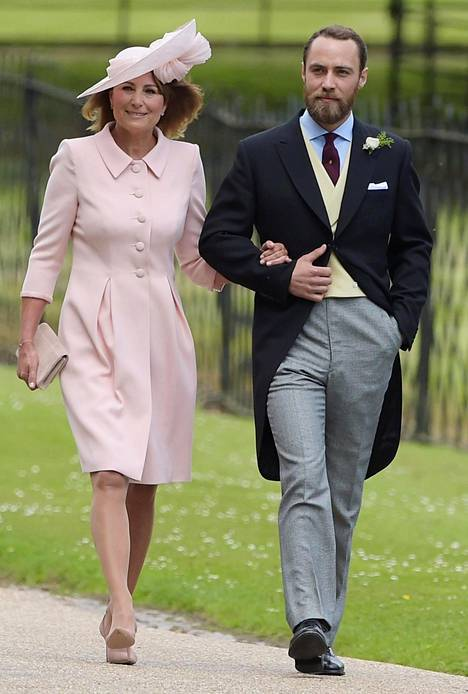 Carole Middleton ja Catherinen James-veli Pippa Middletonin ja James Matthewsin häissä.