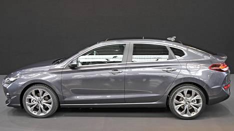Hyundain operatiivinen johtaja Thomas A. Schmid kertoi i30 Fastbackin olevan luokassaan ensimmäinen viisiovinen coupé.