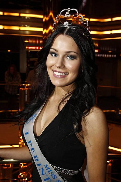 Sara Siepistä tuli julkisuuden henkilö vuonna 2011, kun hänet valittiin Miss Suomi Pia Pakarisen (nyk. Lamberg) ensimmäiseksi perintöprinsessaksi. Miss Suomi Siepistä tuli, kun Pakarinen luopui kruunustaan.