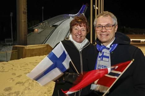 Oslon pormestari Marianne Borgen ja Suomen Norjan-suurlähettiläs Erik Lundberg Holmenkollenilla.