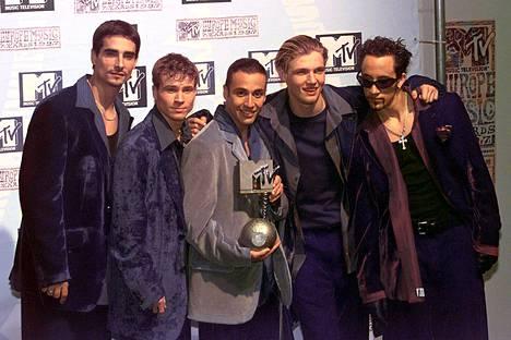 Bäkkärit vuonna 1997 MTV Europe Music Awards -gaalassa: Kevin Richardson (vas.), Brian Littrell, Howie Dorough, Nick Carter ja AJ McLean (oik.).