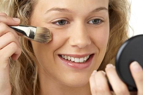 Oikein valittu meikki suojaa ihoa.