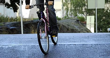 Työmatkapyöräilijä saa raitista ulkoilmaa ja liikuntaa.