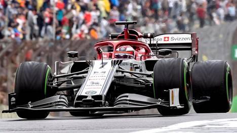 Kimi Räikkönen starttaa kahdeksannesta lähtöruudusta Brasilian F1-kisaan.