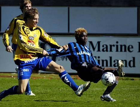 Serge N'Gal saattaa pelata jo maanantaina HJK:ta vastaan. Vastustaja on 10 vuoden takaa tuttu. 2005 häntä yrittivät pysäyttää Markus Halsti ja HJK:ssa nytkin pelaava Veli Lampi.