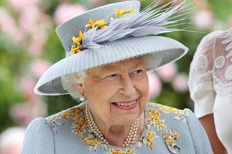 Kuningatar Elisabet käytti virallisiin tehtäviinsä ennätyssumman.