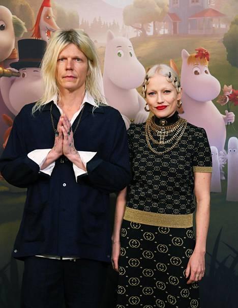 Chisu on nykyään naimisissa tuottaja Jori Sjöroosin kanssa.