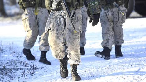 Arkistokuvassa Porin prikaatin 1. jääkärikomppanian sotilaita kriisinhallintaharjoituksessa.