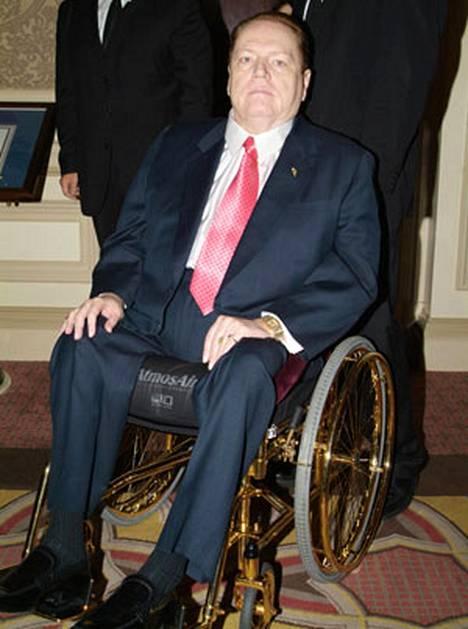 Larry Flynt väsäsi pornofilmin senaattori Sarah Palinista.