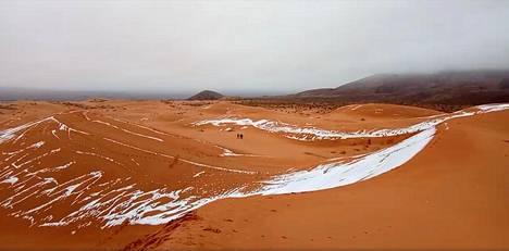 Harvinainen kuva Saharasta 9.1.2018. Luminen näkymä Ain Sefrassa, Algeriassa.
